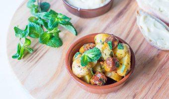 Spaanse tapas - aardappelsalade met munt en chorizo