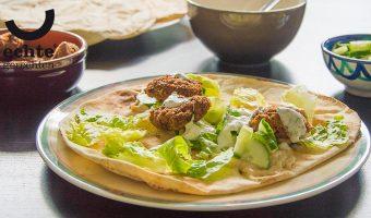 Libanese falafel met hummus en yoghurtsaus