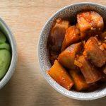 Recept voor simpele maar verslavend lekkere Indonesische zoetpittige aubergine, makreel of ei