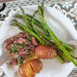 Bavette-salsaverde-groeneasperges-hasselbackaardappels-maldonzeezout-800x600